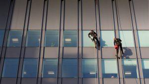 شست و شوی نما و پنجره های ساختمان ها و مجتمع ها