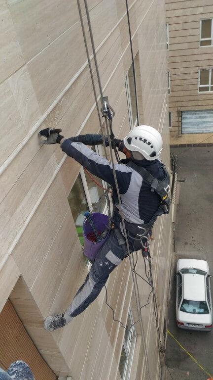 پیچ و رولپلاک نما با طناب در کرج و تهران