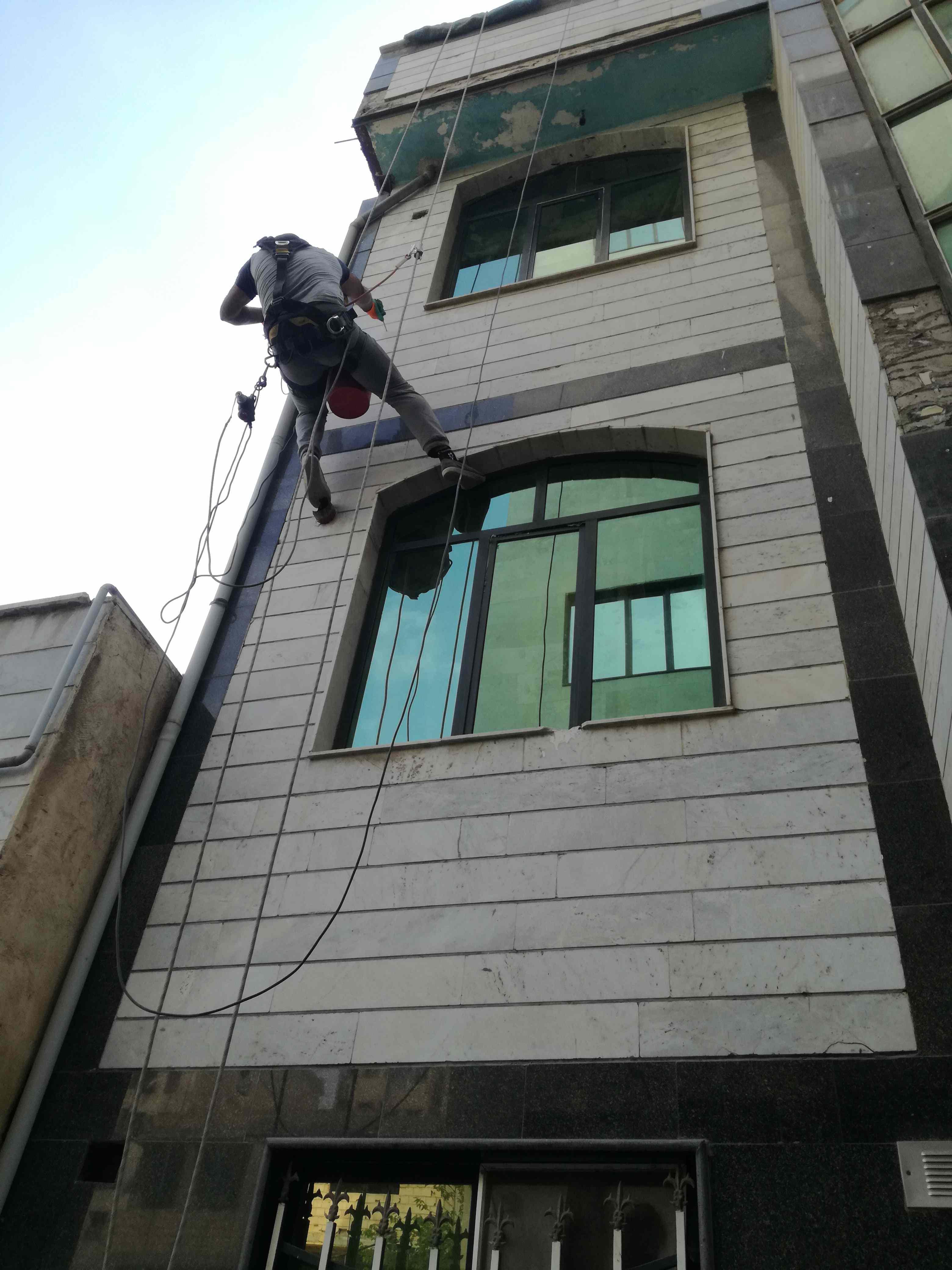 نماشویی با طناب و بدون داربست در کرج و تهران